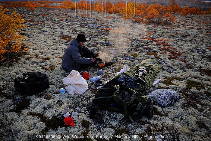 Photographer, Vincent Munier, cooking, Forollhogna National Park, Norway, September 2008 On location for Wild Wonders of Europe  -  WWE/ Munier/ npl