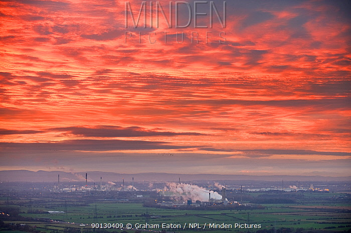Shell, Stanlow Oil Refinery at sunset, Ellesmere Port, Cheshire, England, December 2009  -  Graham Eaton/ npl