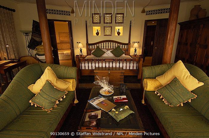 Luxury hotel bedroom, Dubai, United Arab Emirates, February 2007  -  Staffan Widstrand/ npl