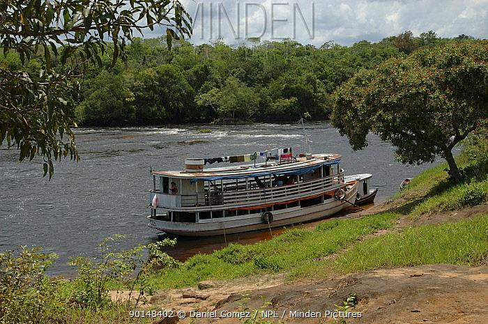 Passenger boat on the Cachoeira de Maro river, Para State, Brazil  -  Daniel Gomez/ npl