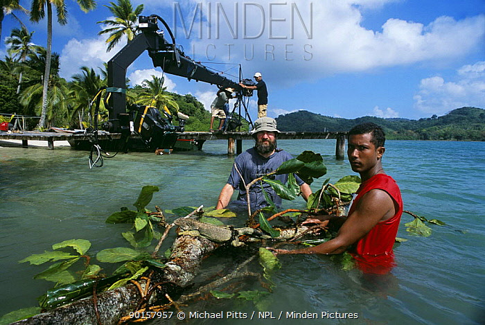 Filming Iguana for BBC NHU television series 'Wild Caribbean' Producer Scott Alexander with assistant Carlos and Jimmy Jib, Panama 2005  -  Michael Pitts/ npl