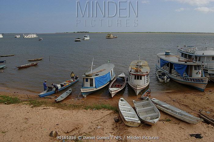Fishing boats in Santarem harbour, Brazil  -  Daniel Gomez/ npl