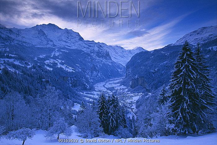 Winter scene overlooking Lauterbrunnen from Wengen, Bernese Oberland, Switzerland  -  David Noton/ npl