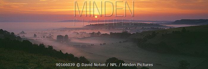 Early moring dawn in the Blackmore Vale, Dorset, England, UK  -  David Noton/ npl