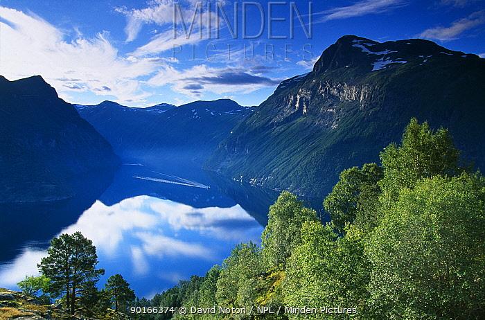 A boat cruising down Geraingerfjiord, Norway  -  David Noton/ npl