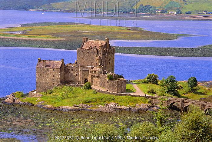 Eilean Donnan castle on Loch Alsh, Scotland, UK  -  Brian Lightfoot/ npl