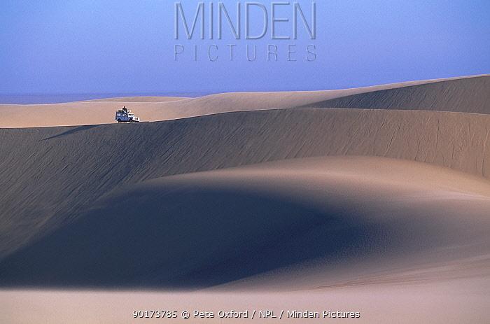 Landrover crossing sand dunes Namib desert Namibia  -  Pete Oxford/ npl