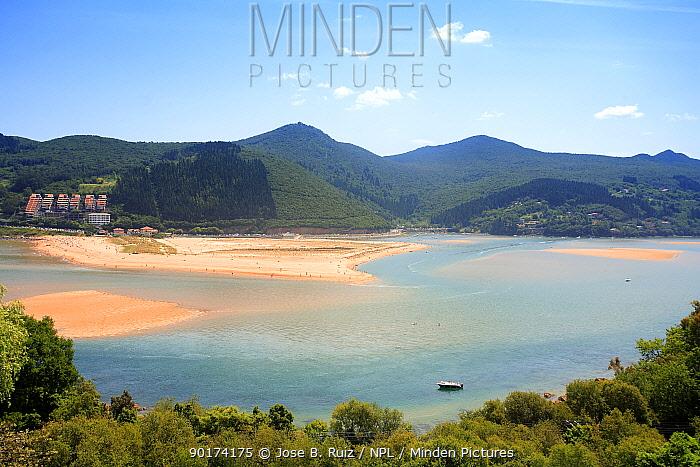 Urdaibai biosphere reserve, Ria de Mundaka, Vizcaya, Basque country, Europe  -  Jose B. Ruiz/ npl