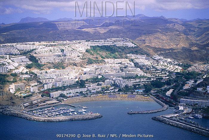 Puerto Rico town and harbour, Gran Canaria, Canary Isles, Spain  -  Jose B. Ruiz/ npl