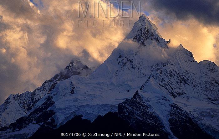 Meili snow mountain in cloud Yunnan, China  -  Xi Zhinong/ npl