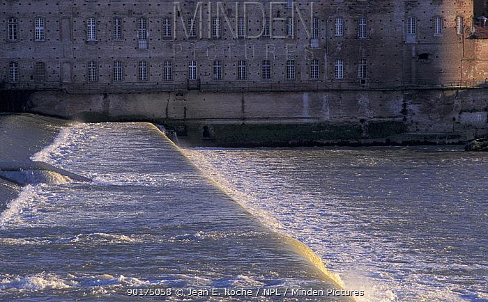 Bazacle dam Toulouse Haute- Garonne Languedoc France Obstacle to Shad migration  -  Jean E. Roche/ npl