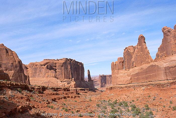 Park avenue created by sandstone erosion Arches NP Utah USA  -  Georgette Douwma/ npl