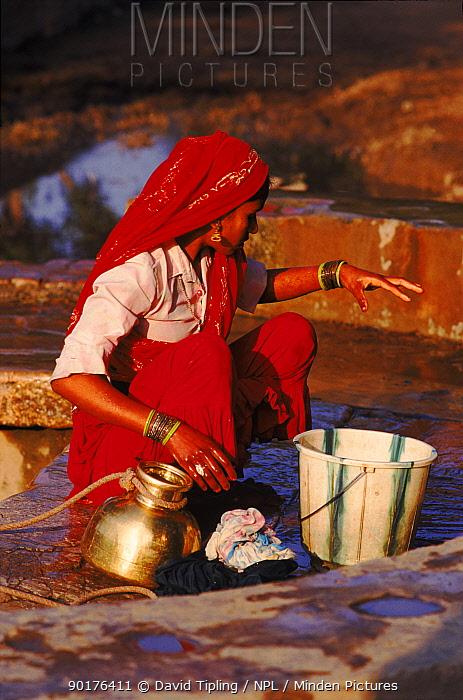 Women collecting well water Jatoli Village, Uttar Pradesh, India  -  David Tipling/ npl