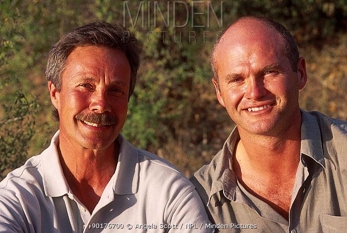 Jonathon Scott and Simon King presenters of Big Cat Diary Masai Mara NR Kenya 2000  -  Angela Scott/ npl