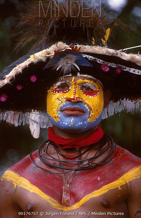 Papua man at sing-song festival Papua New Guinea  -  Jurgen Freund/ npl