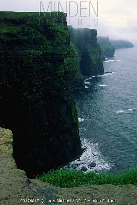 Moher cliffs, County Clare, Republic of Ireland, Eire  -  Larry Michael/ npl