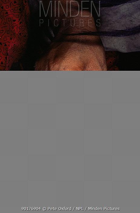 Zapaho indian woman painting a pot, Llanchamacocha, Amazon, Ecuador  -  Pete Oxford/ npl