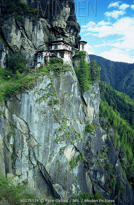Takstang 'Tiger's Nest' monastery, built 1692 on cliff face, Bhutan 2001  -  Pete Oxford/ npl
