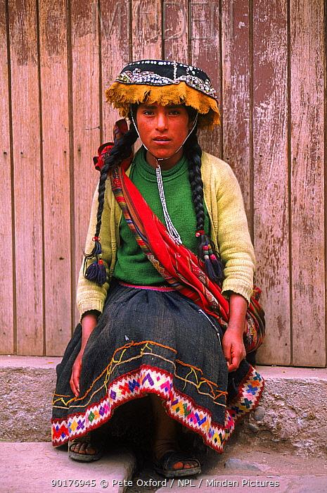 Indian lady in traditional dress, near Cusco,Peru, South America  -  Pete Oxford/ npl