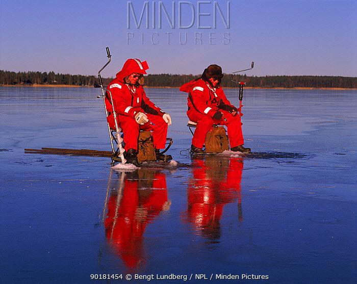 Fishing through ice Sweden  -  Bengt Lundberg/ npl