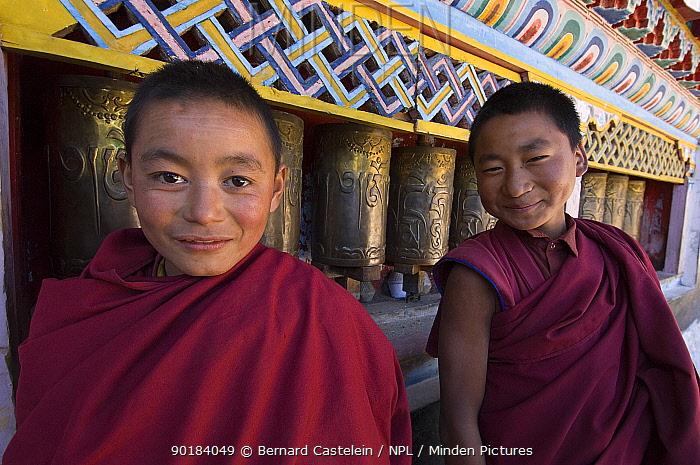 Two young buddhist monks in Galdan Namge Lhatse monastery, Golden Age Lhatse monastery, Tawang, Arunachal Pradesh, India 2005  -  Bernard Castelein/ npl