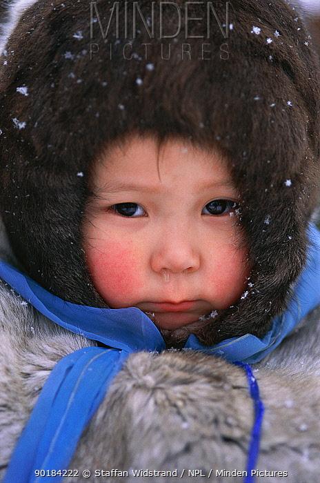 Svetlana Argeyeva, 3 yrs old, Nentsy, Kanin Peninsula, W Arctic Russia  -  Staffan Widstrand/ npl