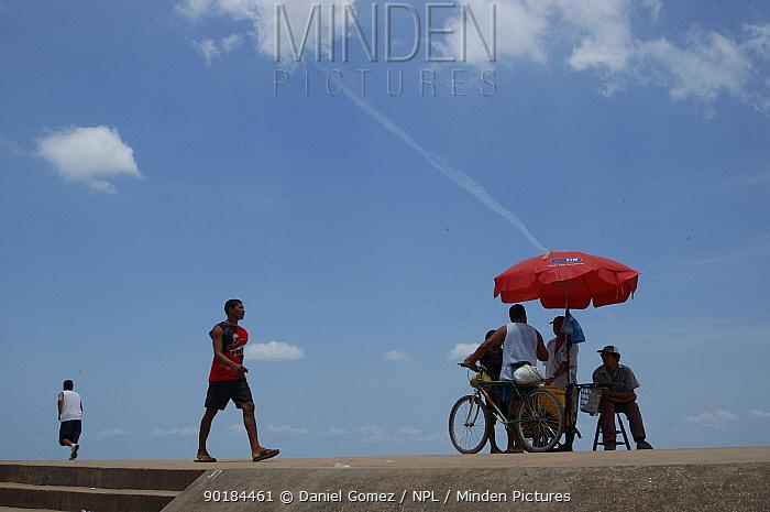 Street sellers on the harbour Santarem, Brazil  -  Daniel Gomez/ npl