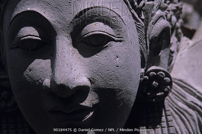 Stone sculpture of a dancer's head on a temple in Ubud Bali, Indonesia  -  Daniel Gomez/ npl
