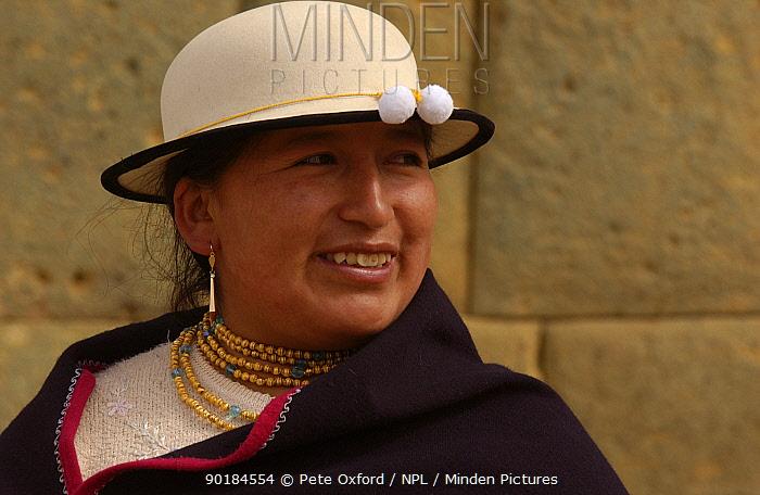 Ca-ari indian woman at Ingapirca inca ruins, Ca-ar, Andes, Ecuador 2004  -  Pete Oxford/ npl