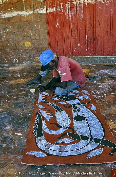 Aborigine painting on bark Oenpelli village, Arnhem land, Northern Territory, Australia  -  Angelo Gandolfi/ npl