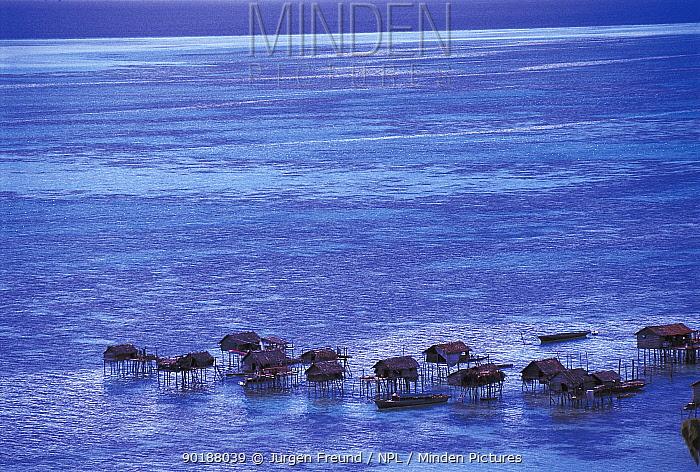 Bajau stilt village in sea, Pulau Gaya, Malaysia 2000  -  Jurgen Freund/ npl