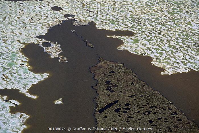 Aerial view of tundra wetlands, Kolyma river delta, Siberia, Russia  -  Staffan Widstrand/ npl