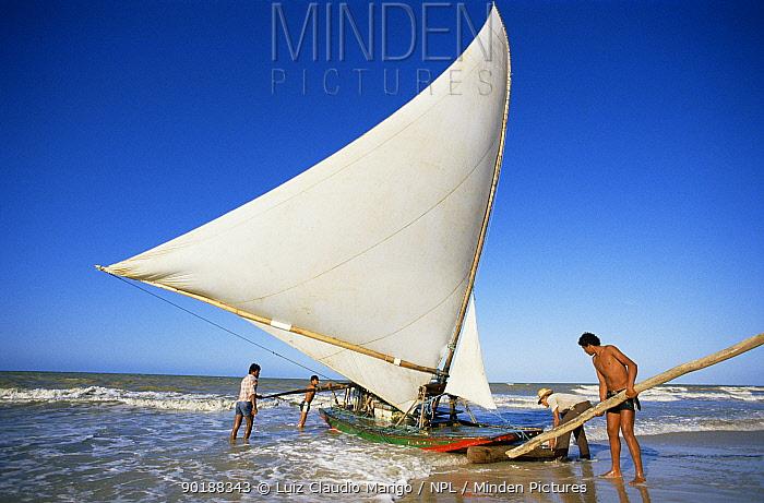 Traditional sailing boat, raft, Ceara, NE Brazil  -  Luiz Claudio Marigo/ npl