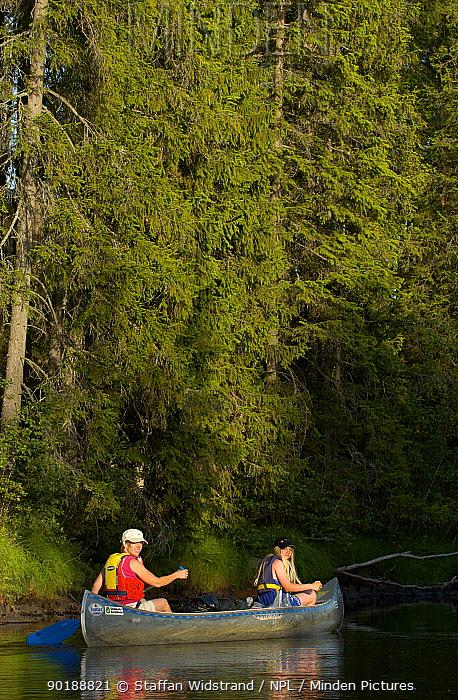 Canoeing, Varmland, Sweden  -  Staffan Widstrand/ npl
