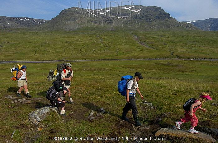 Family hiking in Vindelfjallen Nature Reserve, Lapland, Sweden  -  Staffan Widstrand/ npl