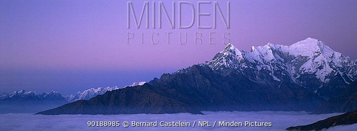 Langtang ridge just before sunrise, Langtang NP, Nepal view from Laurebina Yak (4000m)  -  Bernard Castelein/ npl