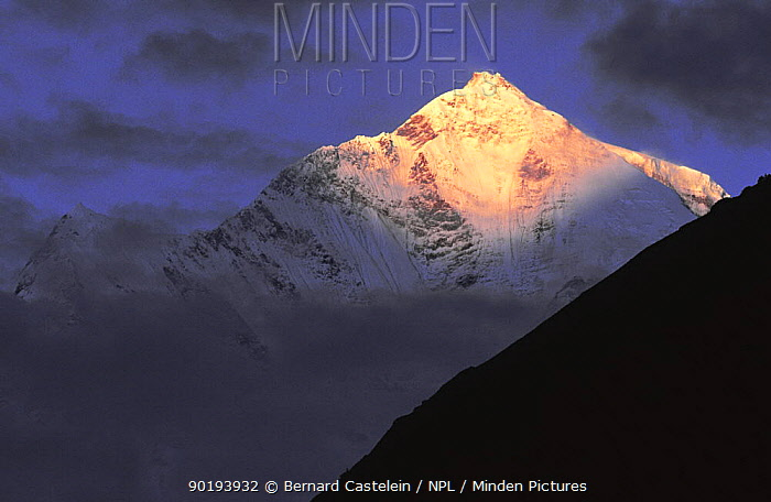 Dhaulagiri mountain peak at sunrise, from Tukuche village, Lower Mustang, Nepal November 2004  -  Bernard Castelein/ npl