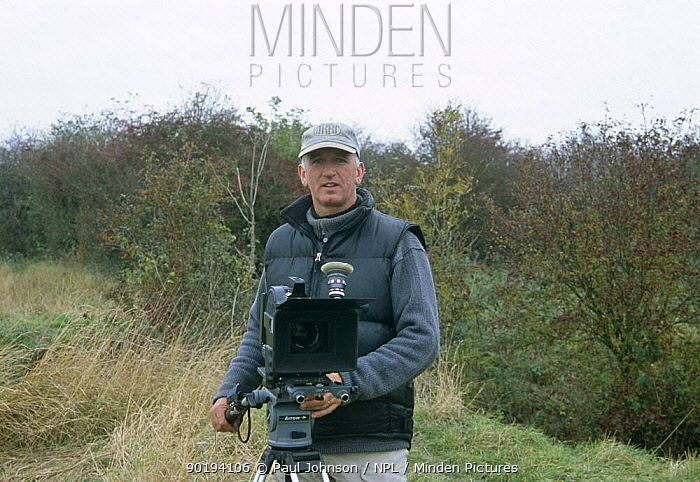 Camerman Paul Johnson filming on location, UK, 2003 (d 2004)  -  Paul Johnson/ npl