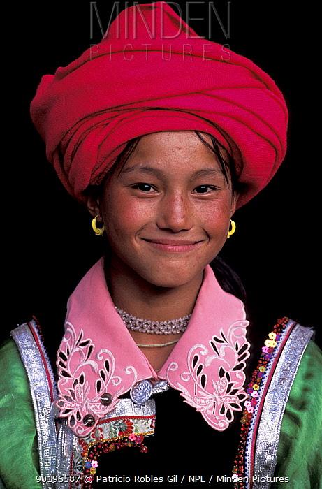 Tibetan woman in national costume, Kegu village, Yunnan province, China, 2002  -  Patricio Robles Gil/ npl