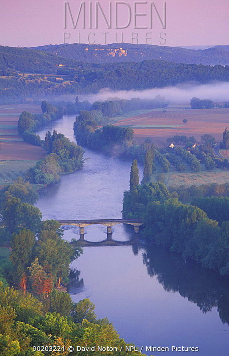 Aerial view of Dordogne Valley from Domme, Quercy, France  -  David Noton/ npl