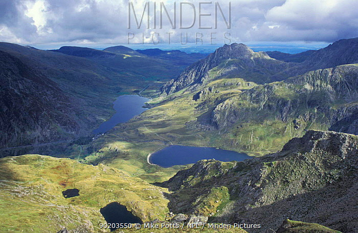 Llyn Idwal and Ogwen lakes and Tryfan mountain Snowdonia NP, Gwynedd, Wales, UK  -  Mike Potts/ npl