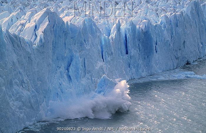 Perito Moreno glacier, calving sequence 2, 3 Patagonia, Argentin  -  Ingo Arndt/ npl