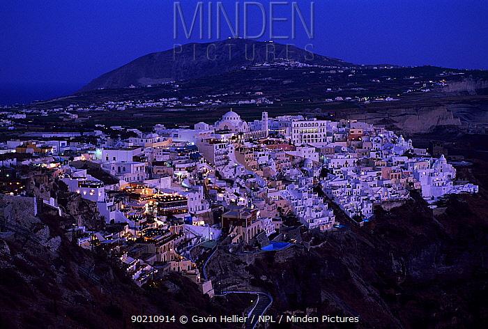 Main town of Thira at dusk, Cyclades, Santorini, Greece Europe  -  Gavin Hellier/ npl