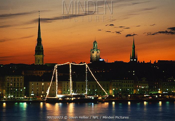 Gamla Stad (Old Town) at sunset, Stockholm, Sweden, Scandinavia, Europe  -  Gavin Hellier/ npl