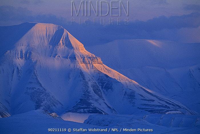 Arctic landscape, Svalbard, Spitsbergen National Park, Norway  -  Staffan Widstrand/ npl