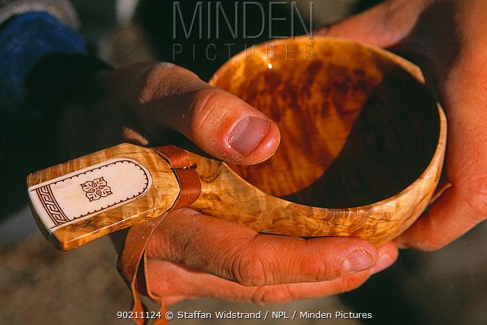 Saami handicraft, wooden bowl, Ammarnas, Vindelfjallen NR, Lapland, Sweden  -  Staffan Widstrand/ npl