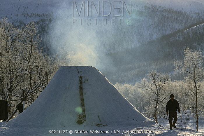Traditional Saami settlement, Ammarnas, Vindelfjallen NR, Lapland, Sweden  -  Staffan Widstrand/ npl