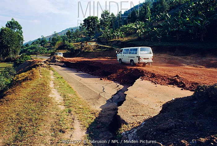 Landslide damage after heavy rains to main road, Ruhengeri, Rwanda  -  Jabruson/ npl