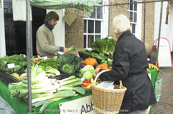 Organic vegetables for sale at a farmers market, Fakenham, Norfolk, UK  -  Gary K. Smith/ npl