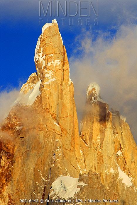 Cerro Torre (3102 m) peak at sunrise, Los Glaciares National Park, Andes, Patagonia, Argentina, January 2006  -  Oriol Alamany/ npl